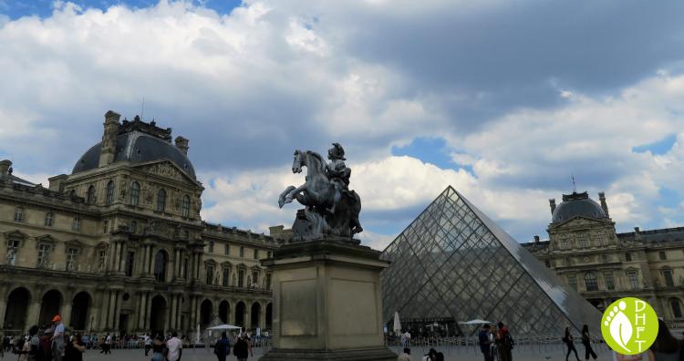 Paris Sehenswuerdigkeit Louvre Museum DEU