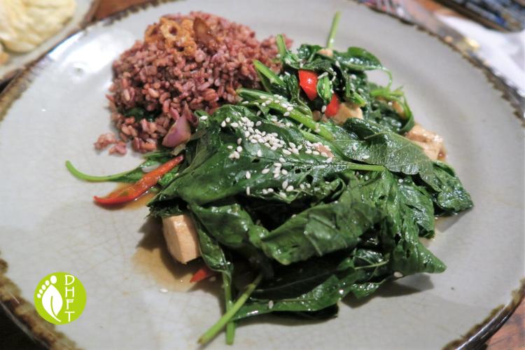 KAFE Ubud Bali Wokgebratenes Spinat mit Tofu